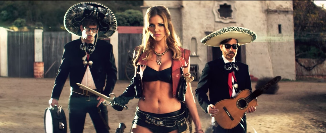 Részlet a Howlin' For You című videoklipből