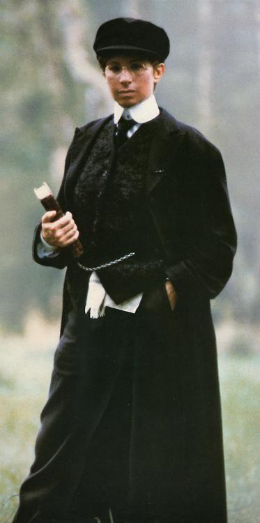 Yentl férfiöltözékben, Anschelként