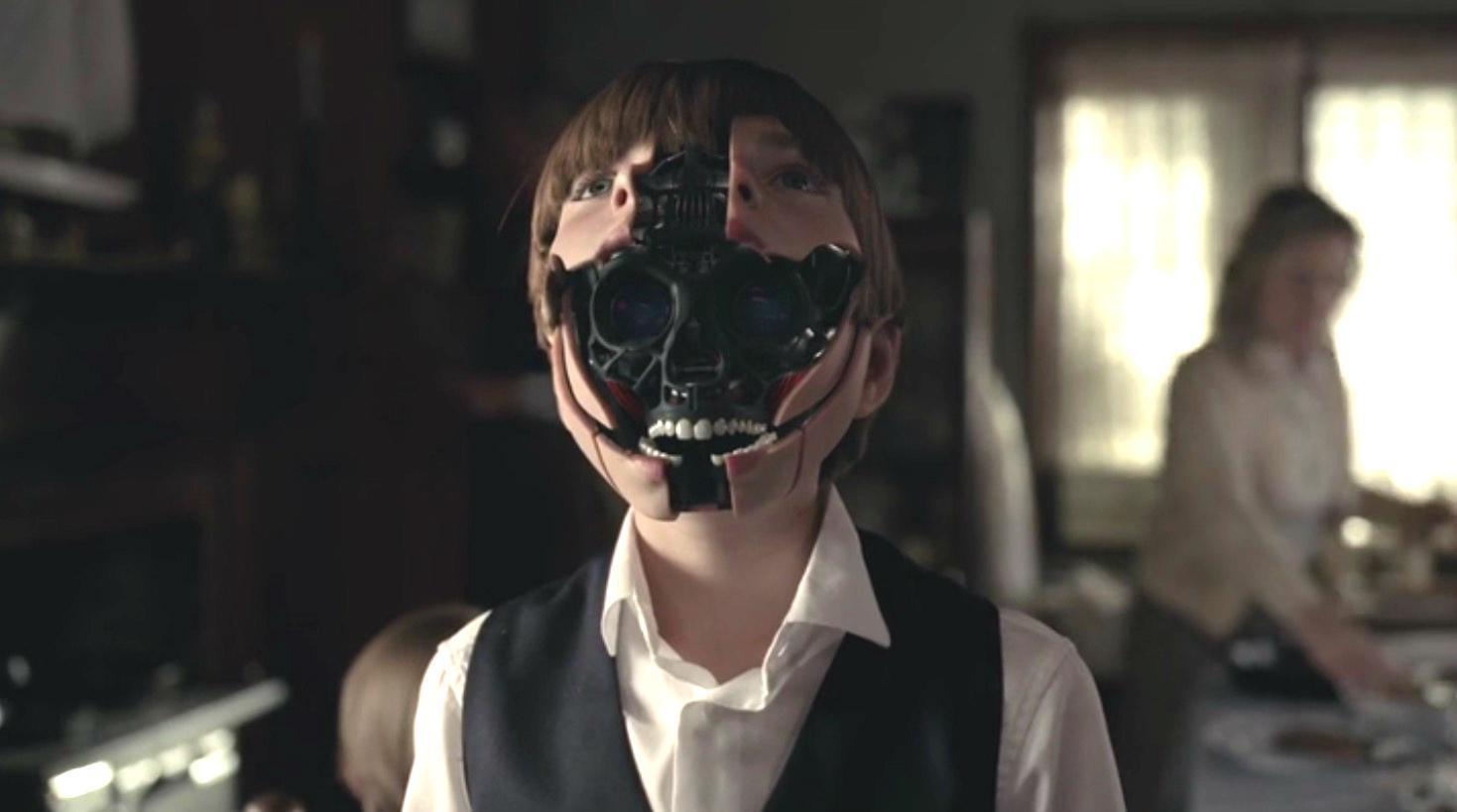 """Az android """"színházi maszkja"""": saját arca (Westworld, 2016)"""
