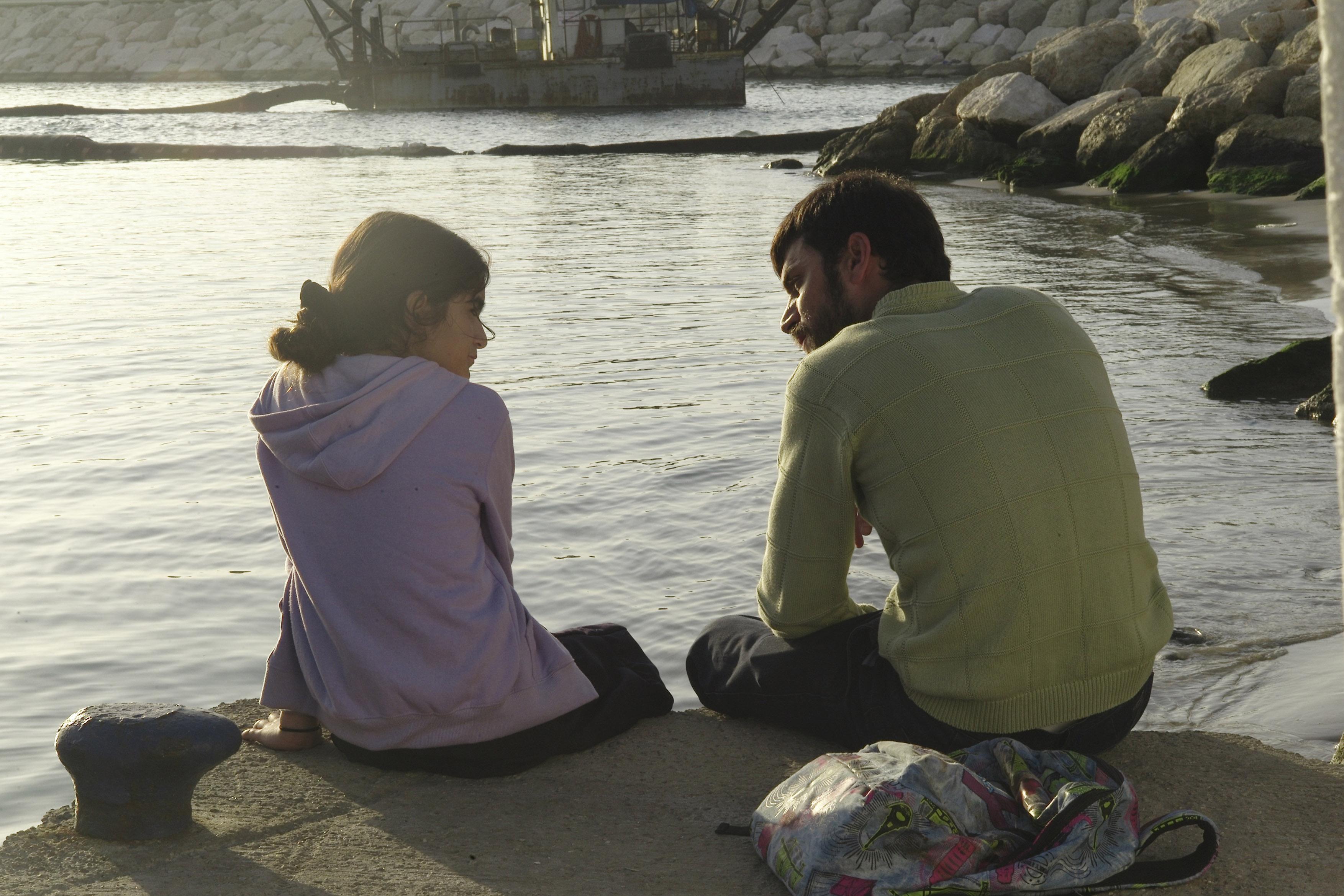 Az izraeli Eliraz Sade olyan apát alakít a Ben Zaken című filmben, aki mindent elkövet, hogy a lányát tisztességesen fel tudja nevelni