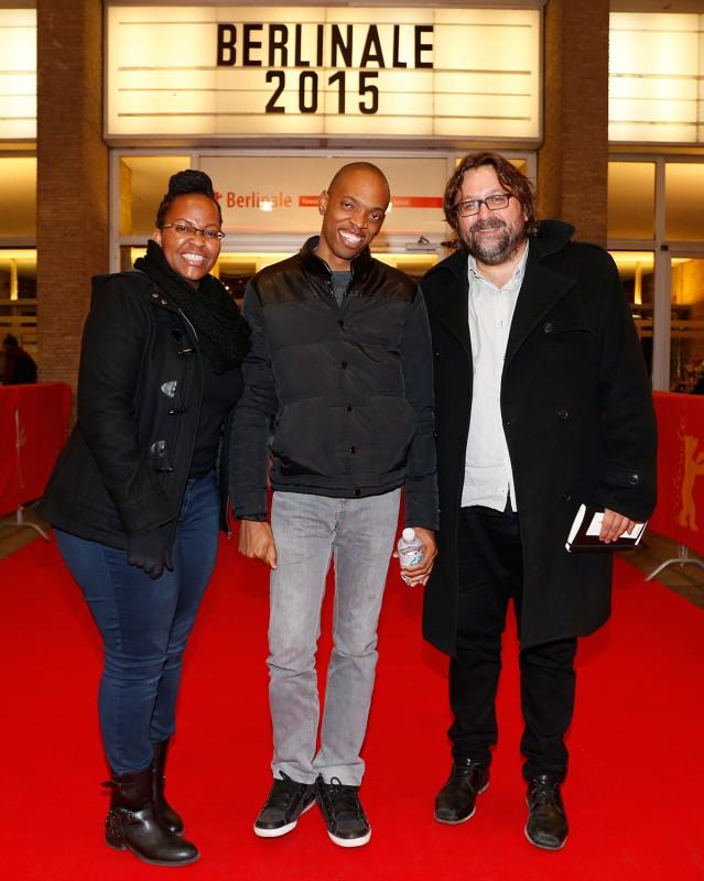 Jim Chuchu, Njoki Ngumi a The Nest kollektíva képviseletében, és a film executive producere, Steven Markovitz a vörös szőnyegen