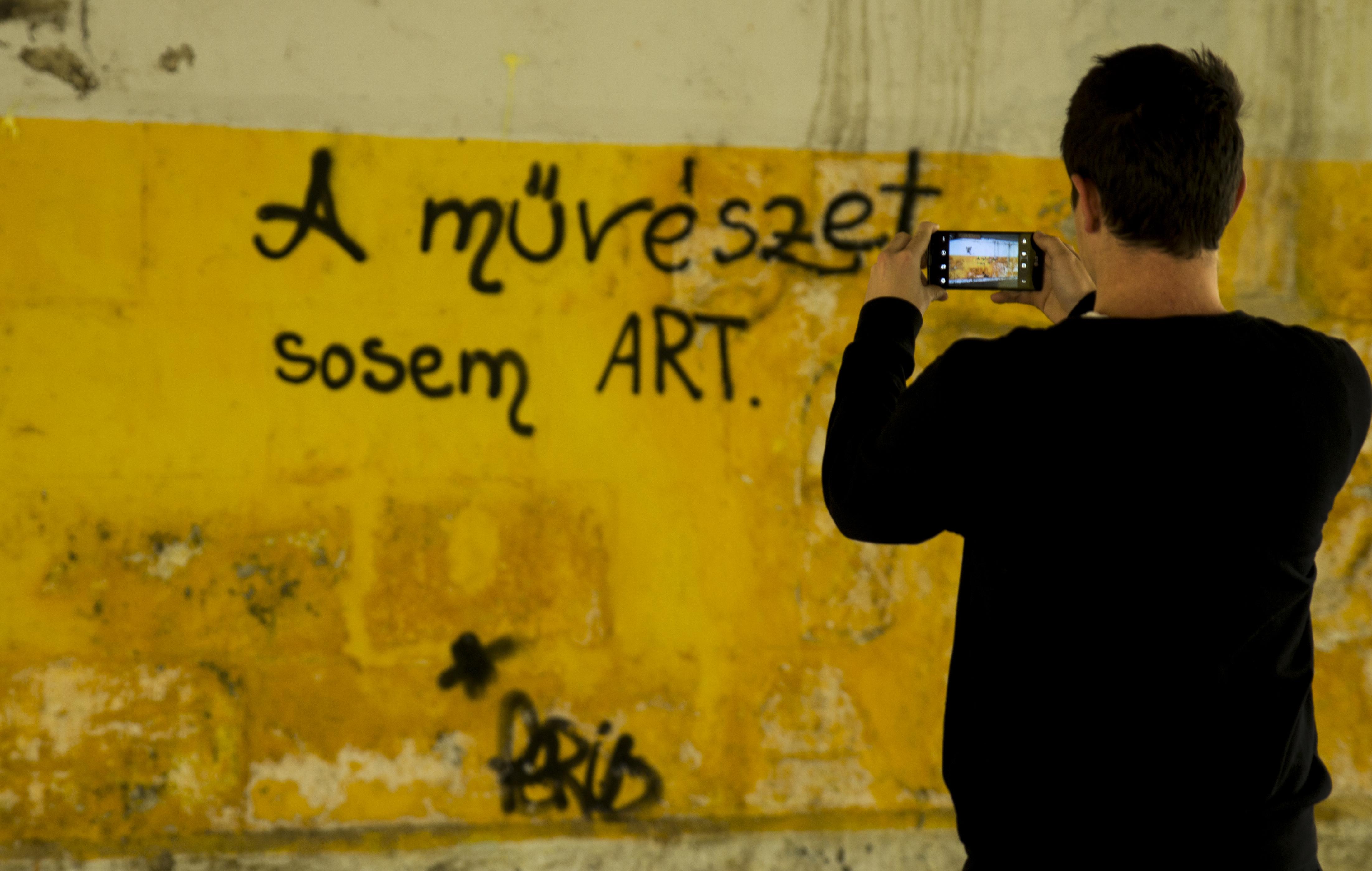 1. A művészet sosem art
