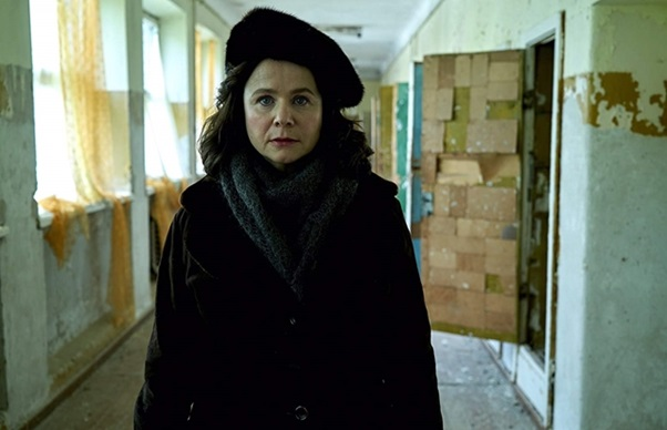 Uljana Homjuk (Emily Watson). A készítők a záró epizód kommentárjában megindokolták a fiktív karakter létrehozásának miértjét